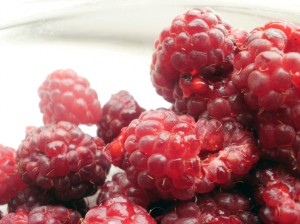 A pile of raspberries