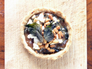 Ground elder and goat's cheese tart